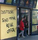 Graffiti auf Berliner Kino: Deutsche sind Täter - Keiner Opfer!