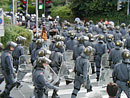 polizei beim wef-gipfel in salzburg 2001