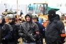 Die Polizei geht gewalttätig vor - was nicht zuletzt an ihrer Aufmachung zu erkennen ist