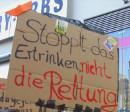 Stoppt das Ertrinken - nicht die Rettung. Seebrücke Wien Demonstration am 9. August 2018.