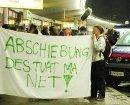 Abschiebung - des tuat ma net! Demonstration am Flughafen Wien Schwechat