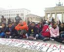 Non Citizens im Hungerstreik vor dem Brandeburger Tor
