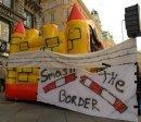 Eien Hüpfburg symbolisierte die Festung Europa
