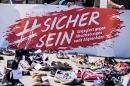 #sicher sein - engagiert gegen Abschiebungen nach Afghanistan - Aktion am 18. Juni 2018 am Wiener Heldenplatz.