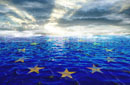 Rissige EU Flagge im Meer