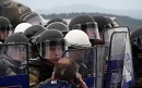 Massive police forces are moving towards Idomeni