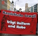 Rassistische Gewalt traegt Uniform und Robe, Demonstration in Jena, 2008