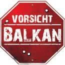 Zerschossenes Schild 'Vorsicht Balkan'
