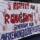 Respekt für Roma und Sinti - Transparent auf der