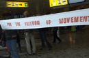 Transparent am Flughafen 'Freedom of movement'