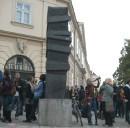 Der Marcus Omofuma Stein erinnert seit 2003 am Fuße der Mariahilfer Straße in Wien an die Opfer rassistischer Abschiebepolitik