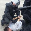 Die Polizei geht äußerst brutal gegen die Protestmärsche 'Refugee Struggle for Freedom' vor.