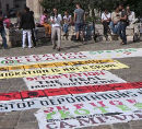 Schluss mit Kriminalisierung und Abschiebung von Fluechtlingen! Protest am 23. August 2013 vor dem Innenministerium in Wien.