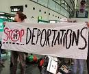 Stop Deportations. Protest gegen Abschiebung nach Afghanistan am 5. Dez 2017 am Flughafen Wien