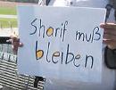 Sharif muss bleiben - Protest am Flughafen Wien