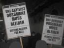 Demonstrant_innen fordern: Uni-Aktivist Osumane muss bleiben - Gleiche Rechte für Alle