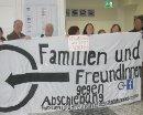 Familien und Freund_innen gegen Abschiebung am 26. September 2012 am Flughafen Wien Schwechat