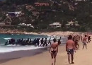 Migranten erreichen einen spanischen Badestrand, Screenshot eines YouTube-Videos.