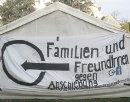 Familien und Freund_innen gegen Abschiebung unterstützt das Protestcamp der Flüchtlinge im Sigmund-Freud-Park in Wien