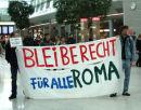 Bleiberecht für alle Roma - Kundgebung im Terminal des Flughafen düsseldorf, 5. April 2011